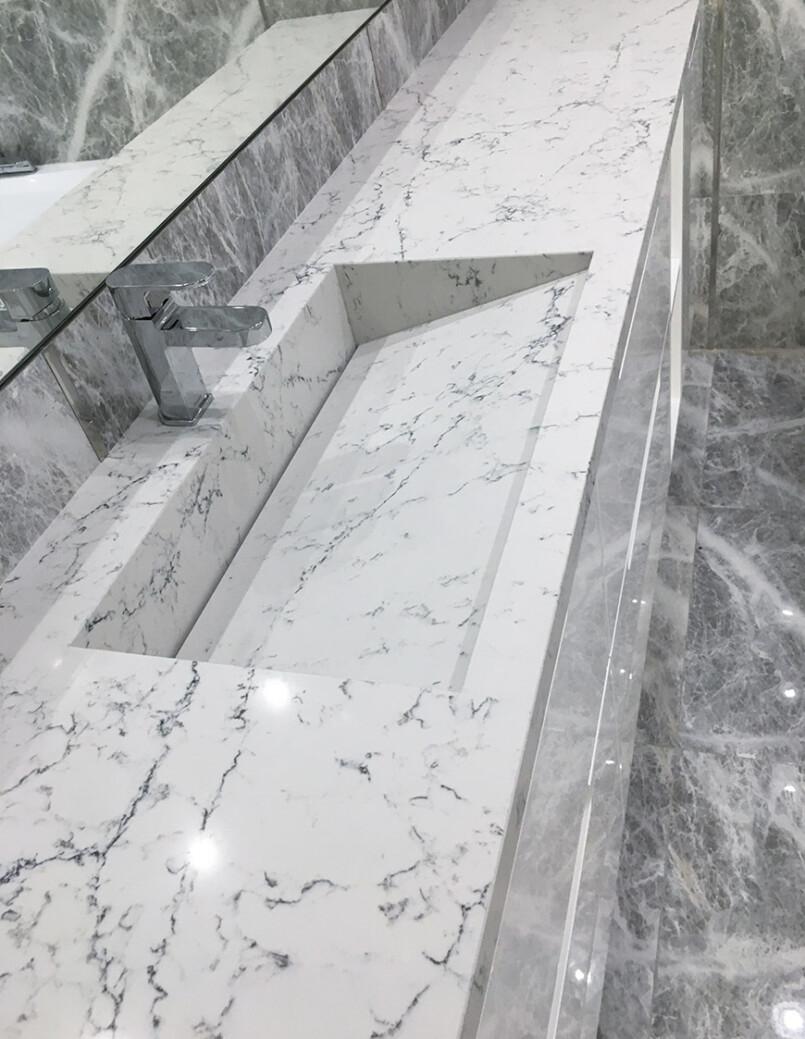 https://mascompany.com.ua/wp-content/uploads/2021/01/kvartsevaya-stoleshnitsa-caesarstone-5143-white-attica-modern-acrylic-stone-mas-1.jpg