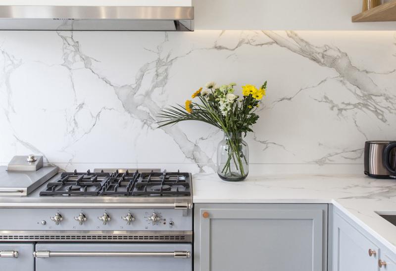 Столешница и стеновая панель на кухню из кварцевого камня — Modern Acrylic Stone